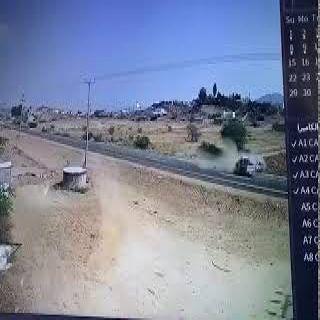 فيديو متداول حادث مروع لمركبة تصطدم بأخرى بطريق #ثربان #المجاردة