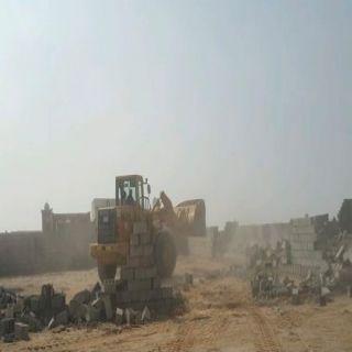 #أمانة_جدة تزيل سوراً مخالفاً ومساكن خشبية لعمالة غير نظامية
