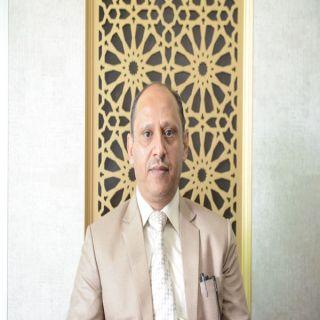 أستاذ بـ #جامعة_الملك_خالد يفوز بجائزة راشد بن حميد للثقافة والعلوم في مجال النقد الأدبي