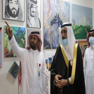 """المعرض التشكيلي للفنان """"عوض الشهري"""" يستهوي زوار مهرجان #بارق"""