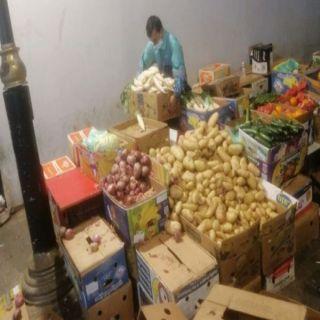 #أمانة_جدة تُصادر 4400 كيلو جرام من الخضروات والخردوات بنطاق التاريخية