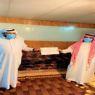 """الشيخ """"سبران """" يُكرم عددًا من المُشاركين في إحتفال مركز ثربان ضمن فعاليات مهرجان المجاردة"""
