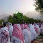أهالي قرى وادي بقرة يشكون إهمال مصليات العيد لصلاتهم بين النمل والأشواك