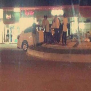 أهالي ثلوث المنظر لبلدية #بارق الدوار وسط الطريق ليس حلاً للحوادث المرورية ..!