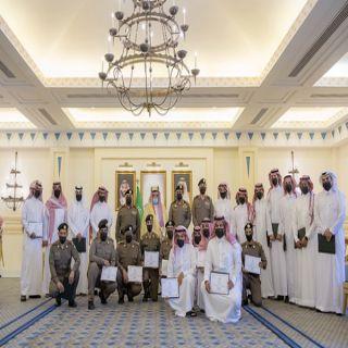 سمو أمير القصيم يكرم الفريق الأمني المشارك في القبض على عدد من الجناة في جرائم مختلفة