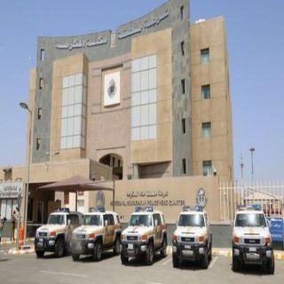 شرطة مكة تقبض على يمنيين تخصصا في سرقة عملاء مصارف من كبار السن