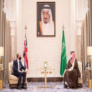 سمو ولي العهد  يستعرض مع وزير خارجية بريطانيا العلاقات الثنائية