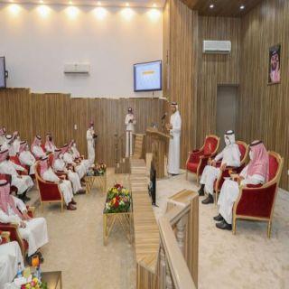 وزير الموارد البشرية يلتقي برجال الأعمال وأعضاء الغرفة التجارية بمنطقة الجوف