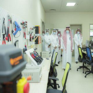 رئيس #جامعة_القصيم يفتتح معمل مركز الابتكار ويدشن «حاضنة بلس»