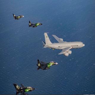 القوات الجوية الملكية السعودية تشارك في إحتفالات المملكة باليوم الوطني (91) .