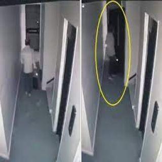 فيديو- سقوط أحد الأشخاص من الدور الـ12 في أحد المحافظات المصرية