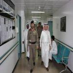 مديرشرطة عسير يرافقه مديرعام الشؤون الصحية يزوران رجل الأمن المصاب بطلق ناري