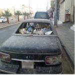 مركبة متوقفة بأحد شوارع عرعر تتحول إلى مرمى للنفايات