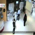 """الأمن الإماراتي يعرض فيديو للقبض على """"شبح الريم"""" المنقبة"""