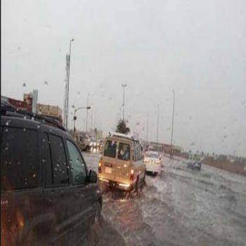 سقوط أمطار على منطقة القصيم والهلال الأحمر يستنفر طواقمه الإسعافية