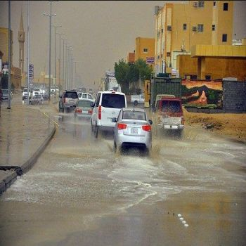 حوادث سير وانهيار مبنى نتيجة الأمطار التي شهدتها منطقة القصيم يوم امس