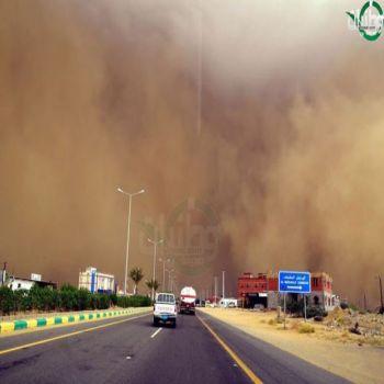 بالصور موجة غبار تجتاح الطريق الساحلي لمحافظة جدة والدفاع المدني  يُحذرقائدي المركبات