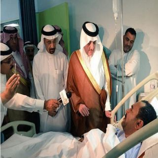 أمير الشرقية يصل إلى مستشفى القطيف للإطمئنان على مصابي التفجير الإرهابي