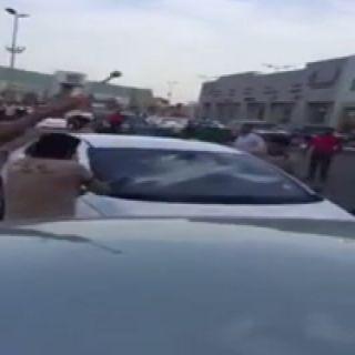 """الإطاحة بـ""""عمال الدمام"""" المعتدين على سعودي وأخوته.. وولي العهد يوجه بتنفيذ الحكم فوراً"""