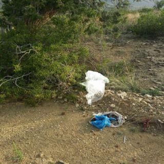 بالصور - منتزهات شمال السودة النفايات تملاء المكان فمن المسئول