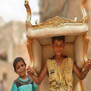 المقاومة الشعبية تُهدي طفل تعز كرسي المخلوع صالح الذهبي