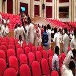 بالفيديو.. انسحاب جماعي لطلاب جامعة اليمامة من محاضرة اعتراضاً على عضو الشورى البليهي