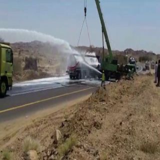 مدني عسير يباشر انقلاب ناقلة وقود طائرات بالحيمة