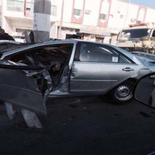 مركبة ترتطم بعمود إنارة بالباحة والهلال الأحمر ينقل المصابين لمستشفى الباحة