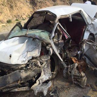 وفاتين واربع اصابات بحادث مروري بطريق ابها الدرب (صور)