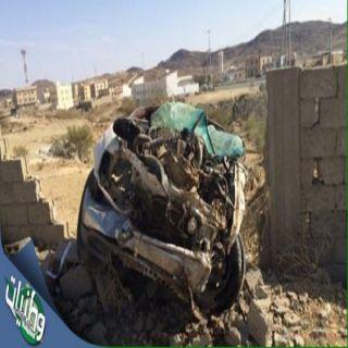 حادث اصتدام هايلوكس بجدار سور بالباحة يُخلف إصابتين بين المتوسطة والخطيرة
