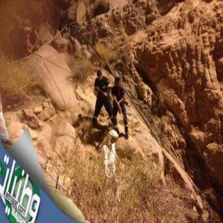 شاهد-مدني #عسير ينتشل جثة عشريني سقط في بئر بسراة عبيدة