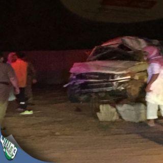 بالصور - #وفاة و(6) إصابات في #حادث جيب (ربع) بطريق الجراد ببريدة