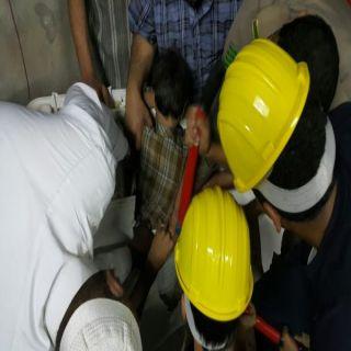 مدني محايل يحرر طفل علق في غسالة باحدقرى شمال محايل