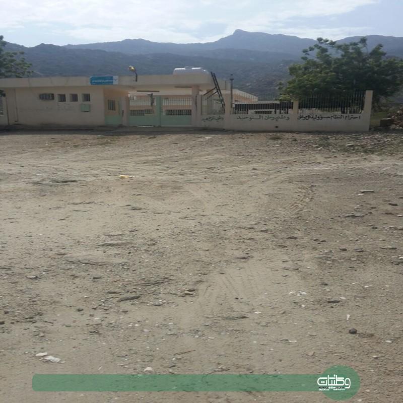 مدارس في سد عامر لم يصلها الأسفلت